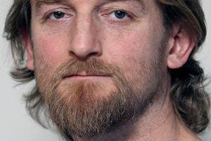 Tom Nicholson, pôvodom z Kanady, sa venuje investigatíve. Pracoval v The Slovak Spectator, SME a Trende.