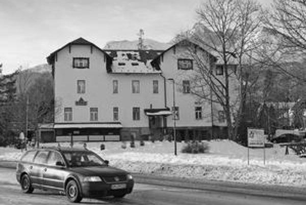 Hotel v Tatrách, ktorý spája podozrivých.
