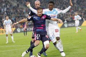 Leya Iseka (vpravo) si už dres Olympique Marseille neoblečie.