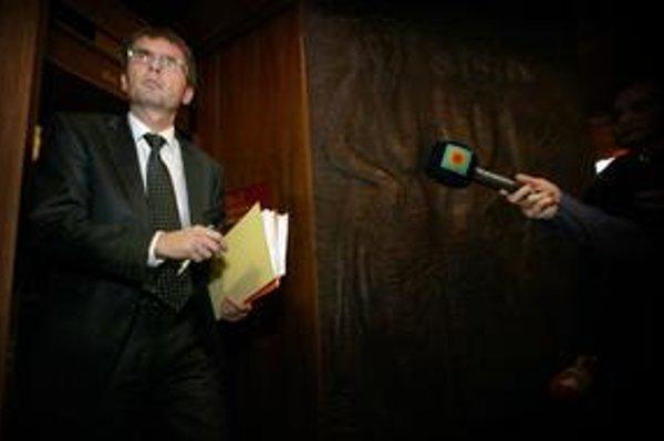 Odpočúvalo sa aj na Galkovom ministerstve.