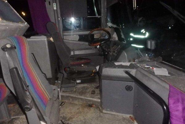 Vodiča previezli s vážnymi zraneniami do nemocnice.