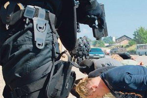 Nové pištole už majú špeciálne jednotky, radoví policajti čakajú na výsledky súťaže.