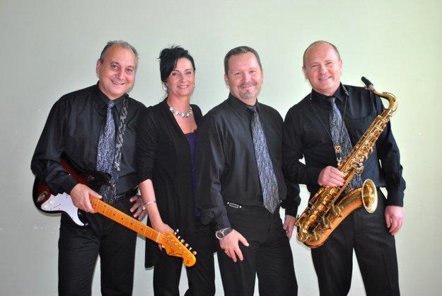 Peter Paulík (vľavo) patrí k zakladateľom obľúbenej kapely Black band.