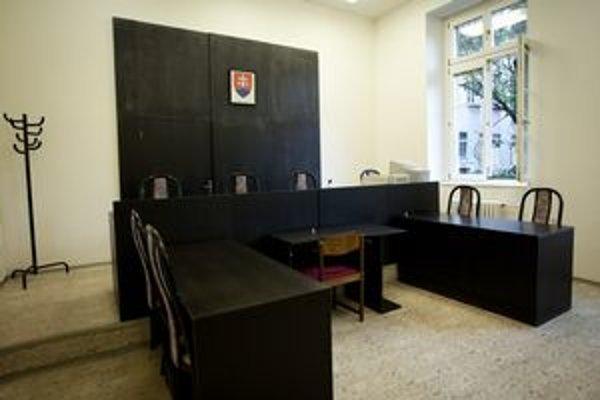 Súdna miestnosť ostala prázdna, v spore Šťastný - Široký sa dnes nepojednávalo.