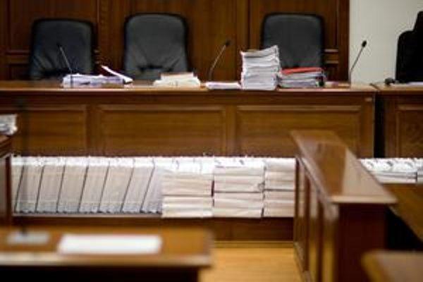 Čoraz viac prokurátorov v trestných spisoch aj vystupuje.