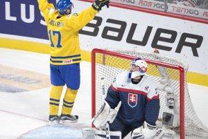 Fredrik Karlström pridáva piaty gól do slovenskej brány. Slováci prehrali vo štvrťfinále so Švédskom 3:8.