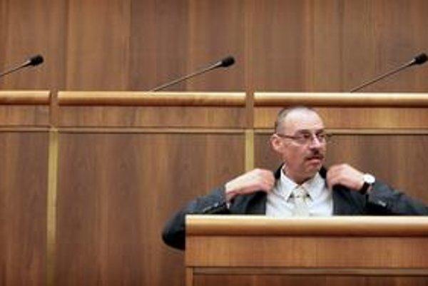 Dobroslav Trnka si myslí, že parlament ho v máji zvolil za generálneho prokurátora.