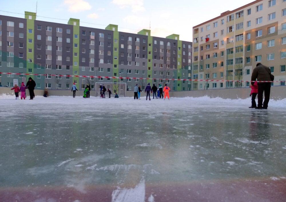 FOTO  Aktuálne počasie praje korčuliarom - fotogaléria - myziar.sme ... 09eac03e961