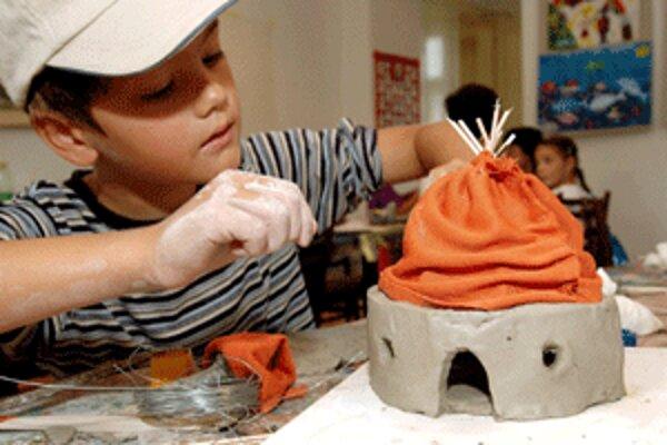 Deti môžu tvorivé dielne navštevovať cez leto každý pondelok v Regionálnom kultúrnom centre v Prievidzi.