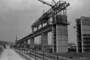 Výstavba mosta v Podturni.