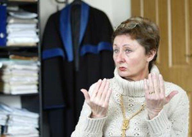 Mária Mešencová prišla načas pre pomoc polícii o talár advokátky.