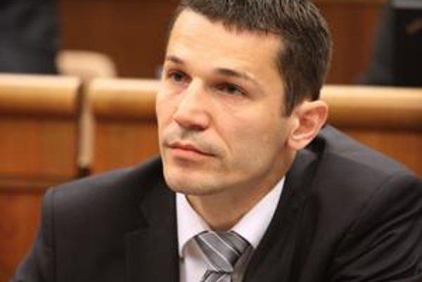 Kamil Krnáč odpovedá úsečne.