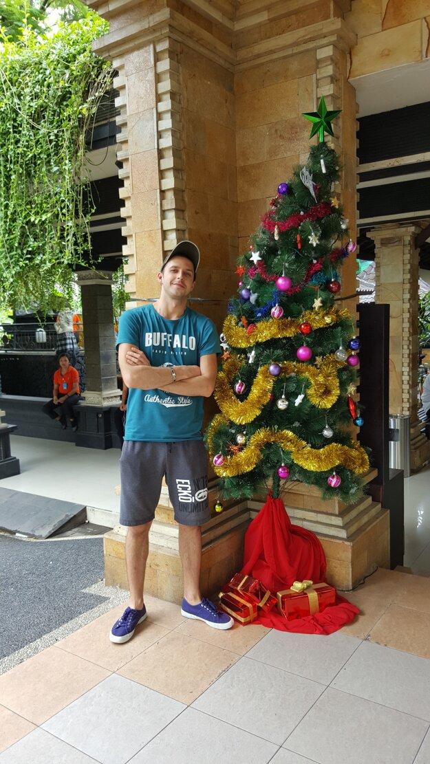 Vianočný stromček našiel aj tam.