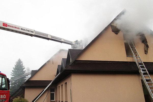 Škoda pri požiari presiahla stotridsaťtisíc eur.