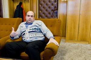 Starosta Ladislav Komjáti po voľbách tvrdil, že finančné  problémy Zemianskej Olče zveličujú jeho neprajníci.