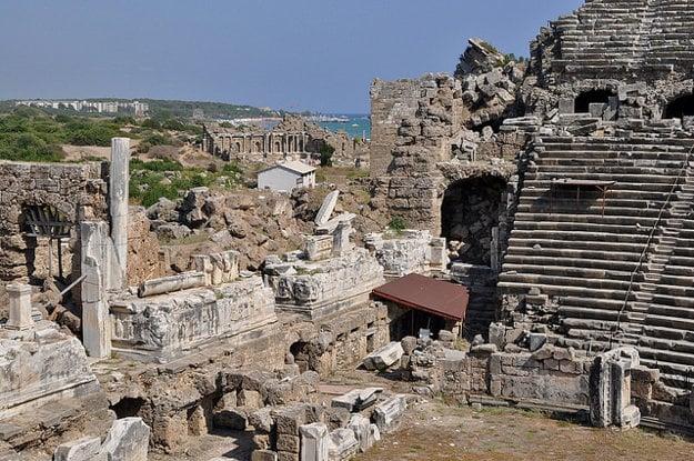 Side (Turecko) je známe aj ruinami v starobylej časti mesta.
