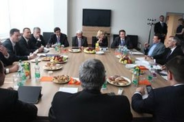 Ilustračné foto - rokovanie koaličnej rady.