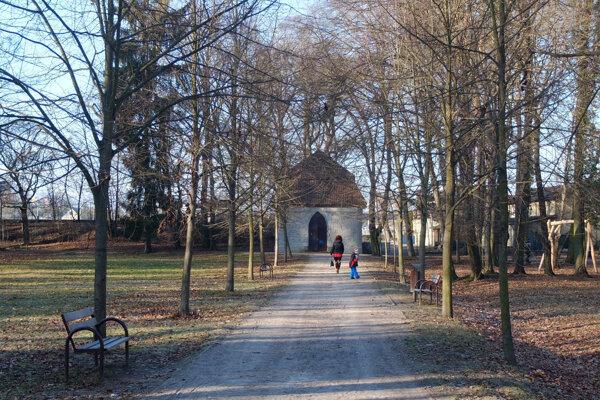 Altánok patrí ku koloritu mestského parku.