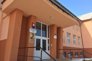 Základná škola s materskou školou Ľudovíta Vladimíra Riznera v Bošáci.