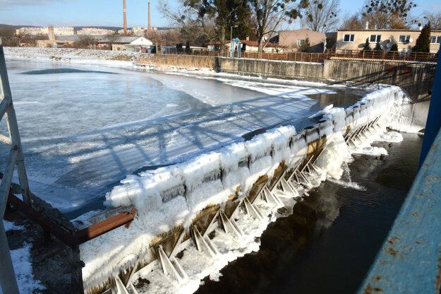 Topiaci sa ľad môže narobiť problémy.
