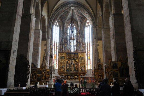 Zreštaurovaný najvyšší gotický oltár na svete z dielne Majstra Jána Pavla z Levoče v Chráme sv. Jakuba v Levoči