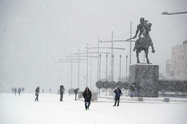 Grécko postihlo silné sneženie.