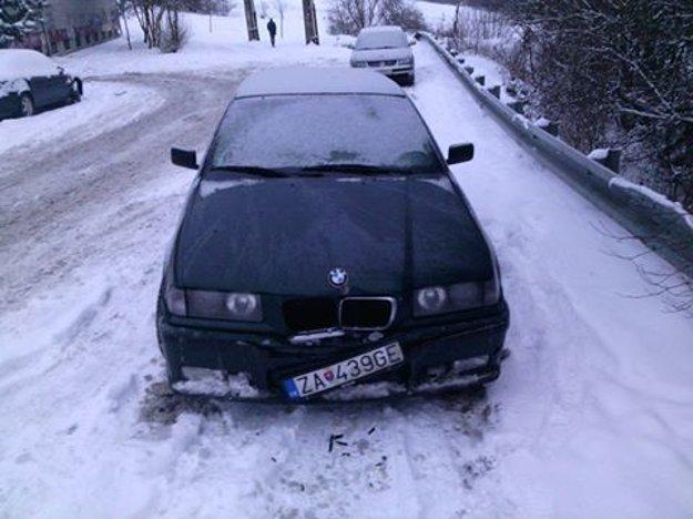 Čitateľovi Rúfusovi zasa poškodili BMW.