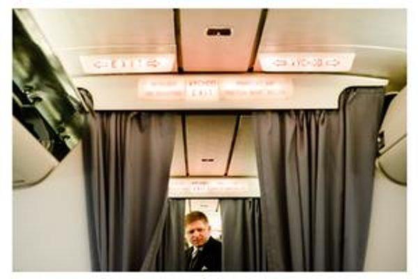 Robert Fico kedysi vo vládnom špeciáli. Do Izraela ho parlament nevyslal, letel súkromnou linkou.
