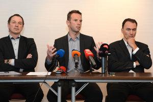 Zľava Peter Bondra, Richard Lintner a Miroslav Šatan.