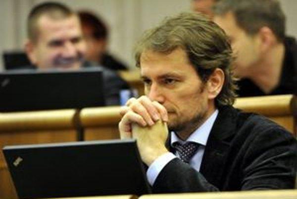 Igor Matovič zmenil po tom, čo sa stal nezávislým poslancom, aj miesto v poslaneckej lavici.