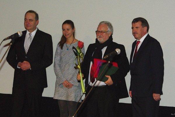 Ocenenie za podnikateľský čin roka získal Jozef Klieštik, na fotografii druhý zprava.