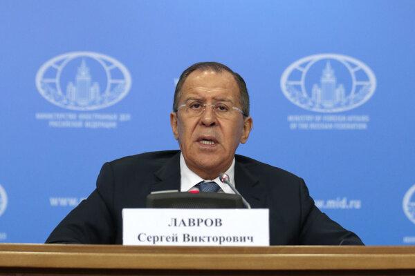 Ruský minister zahraničných vecí Sergej Lavrov na tlačovej konferencii.