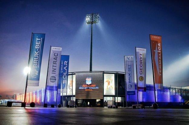 Ako na Slovensku, čo poviete? Futbalový štadión vobci so 750 obyvateľmi.