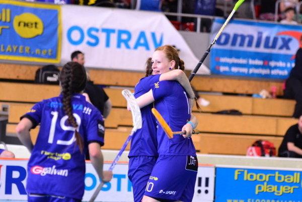 Oravská florbalistka (vpravo) získala v česku štvrtú trofej.