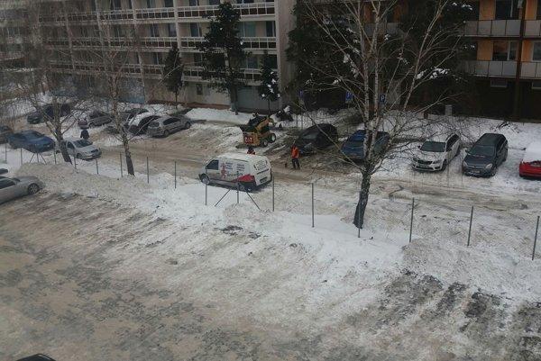Piatkové čistenie parkovísk.