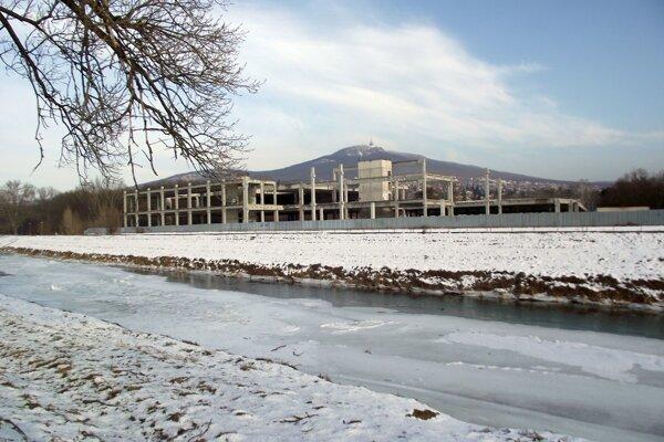 Výstavba na brehu rieky by mala pokračovať v tomto roku.