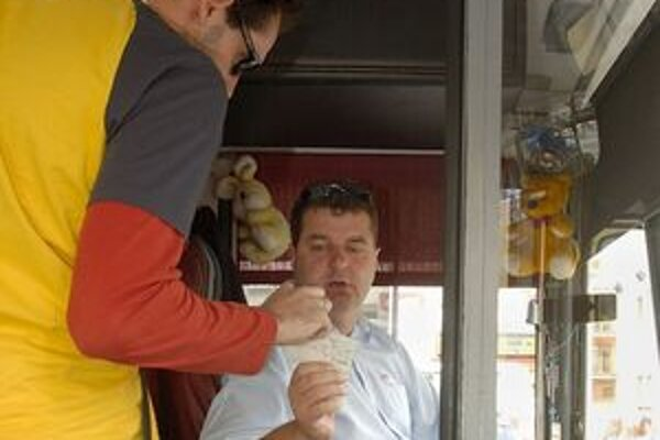 Vodiči autobusov sa zdokonalia aj v komunikácii s cestujúcimi.