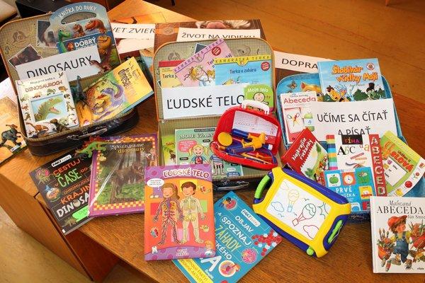 Knižnica začína deťom požičiavať knihy vkufríkoch.