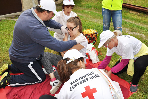 Členmi Slovenského Červeného krížu sú väčšinou dobrovoľníci.