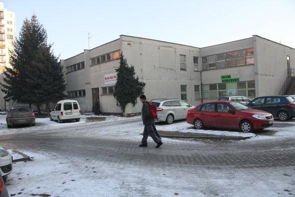 Objekt kedysi slúžil ako budova základnej školy.