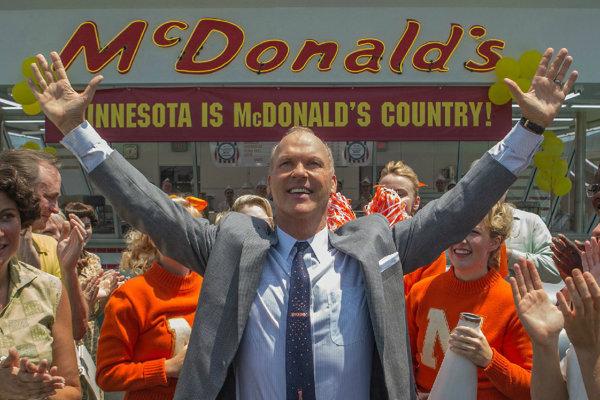 Michael Keaton ako Ray Kroc vo filme Zakladateľ, ktorý sa momentálne premieta v kinách.