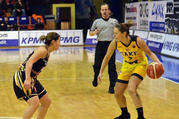 Dnes nastúpia bez svojej kapitánky. Zuzana Žirková (vpravo) si vprvom zápase poranila rameno.