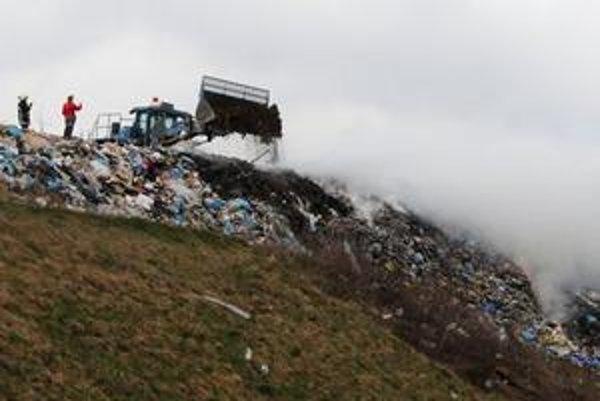 Skládky tiež ohrozujú naše životné prostredie.
