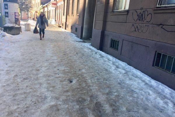 Viaceré chodníky sú nebezpečné.