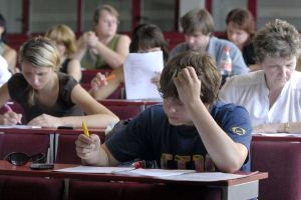 Študenti kvalite slovenských vysokých škôl príliš nedôverujú.