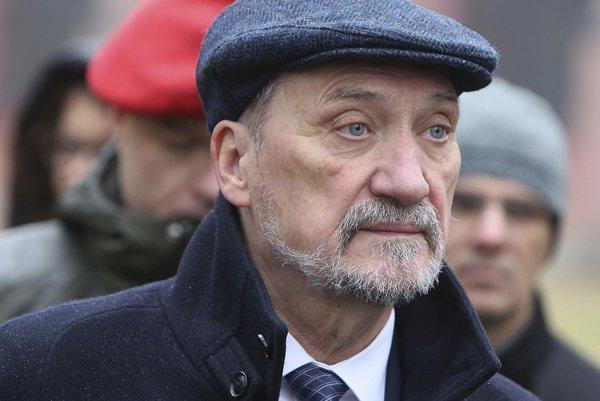 Antoni Macierewicz. Novinár ho obvinil z ilegálnych obchodov s Ruskom.