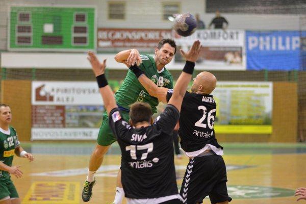 Hrdinom stredajšieho zápasu ŠKP - Štart bol Gabriel Vadkerti (v zelenom), ktorý strelil štyri sekundy pred koncom rozhodujúci gól duelu.