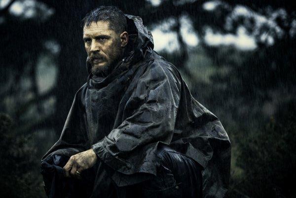 Tom Hardy je najväčším triumfom, aký môže seriál Taboo ponúknuť. Vo svojej postave stelesňuje stret civilizácie s džungľou.