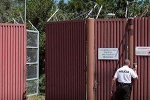 Spoza plota s ostnatým drôtom zadržaných z Guantánama Slovensko nepúšťa. Rozhoduje, či dostanú azyl.