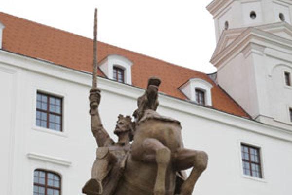 Ak umelec zobrazuje odev, zbrane a postroj, mal by si prizvať odborníka, povedal Peter Koza, šermiarsky majster.